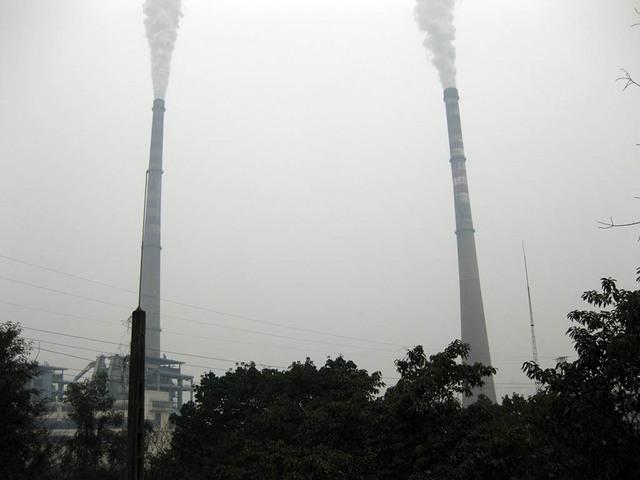 01_電力会社の煙突.jpg