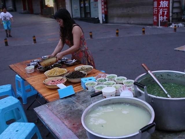 04_6時開店の路上の朝食屋さん.jpg