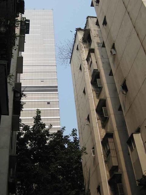 20_隣接するのは萬象城の高層ビル.jpg