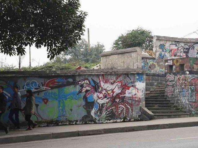 22_道路沿い壁画.jpg